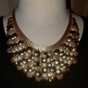 Costume jewelery, gold tone